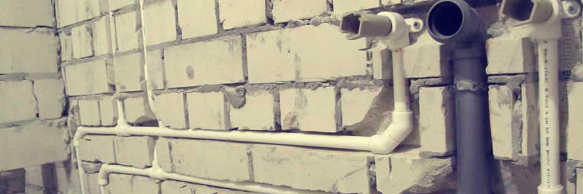 монтаж систем канализации в доме.jpg